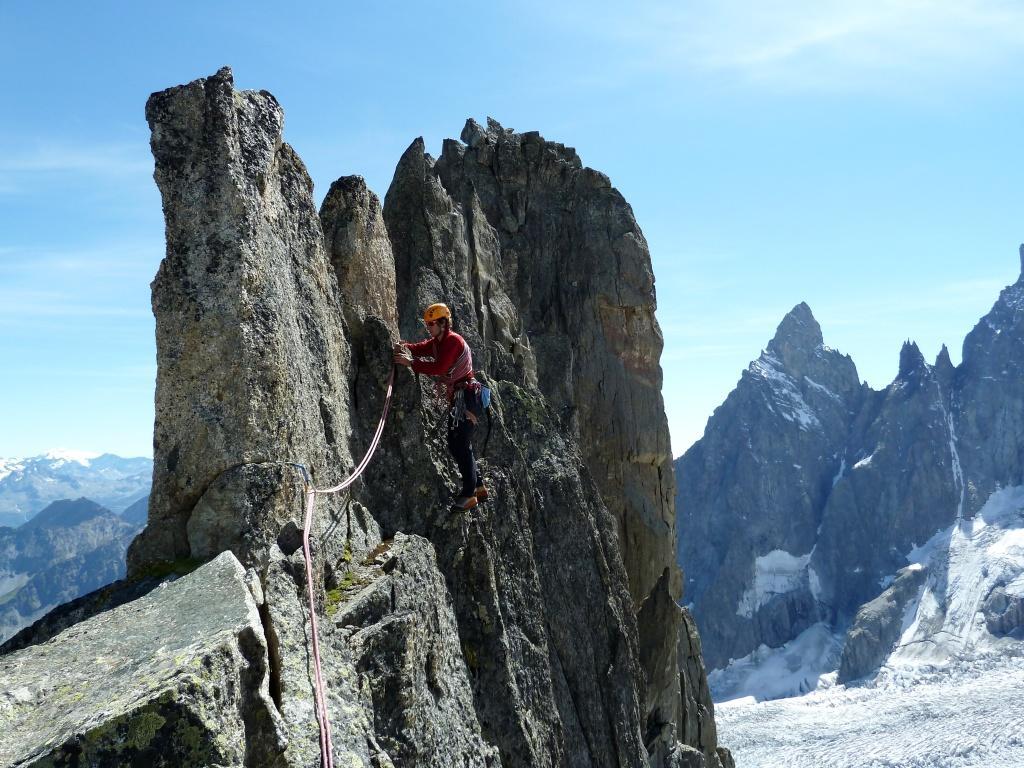 Aiguille de la brenva voie r buffat alpinisme guides 06 guides 06 - Au bout de l aiguille ...