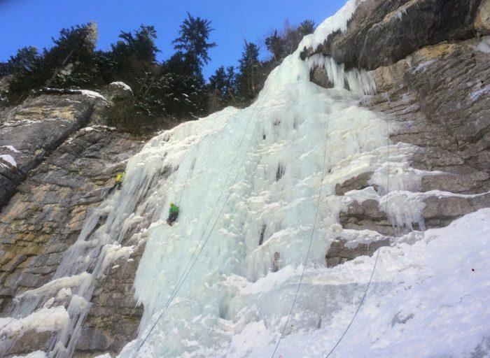 cascade de glace dans les Alpes-Maritimes