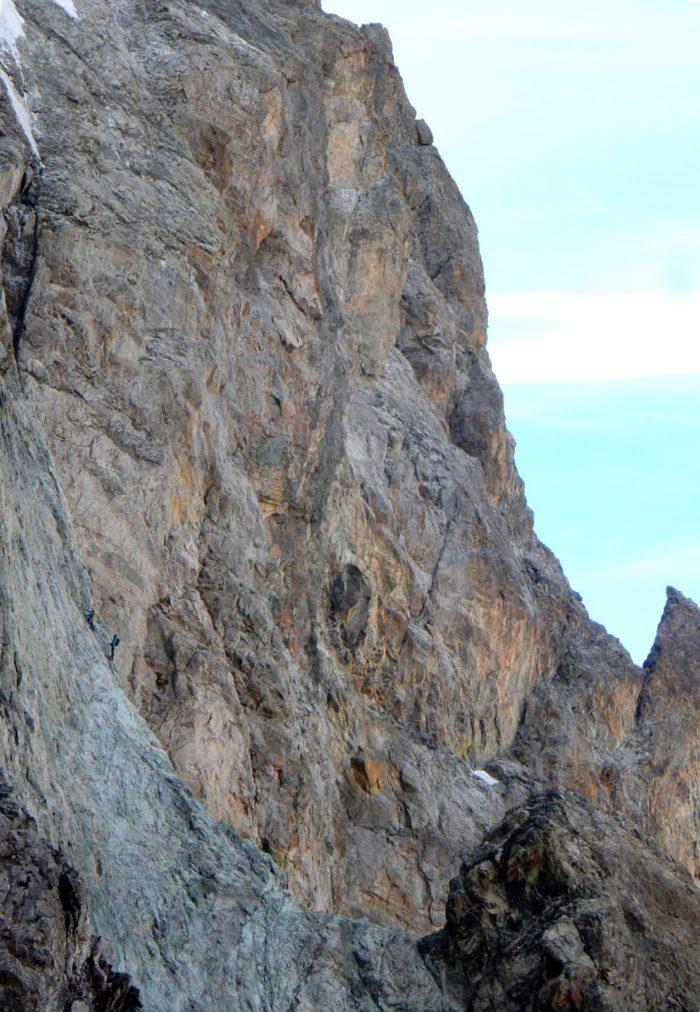 Les dalles grises de la voie Gervasutti-Devies