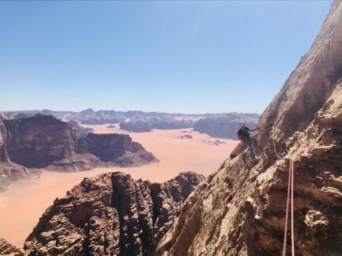 Escalade au wadi rum avec un guide de haute montagne de Guides06